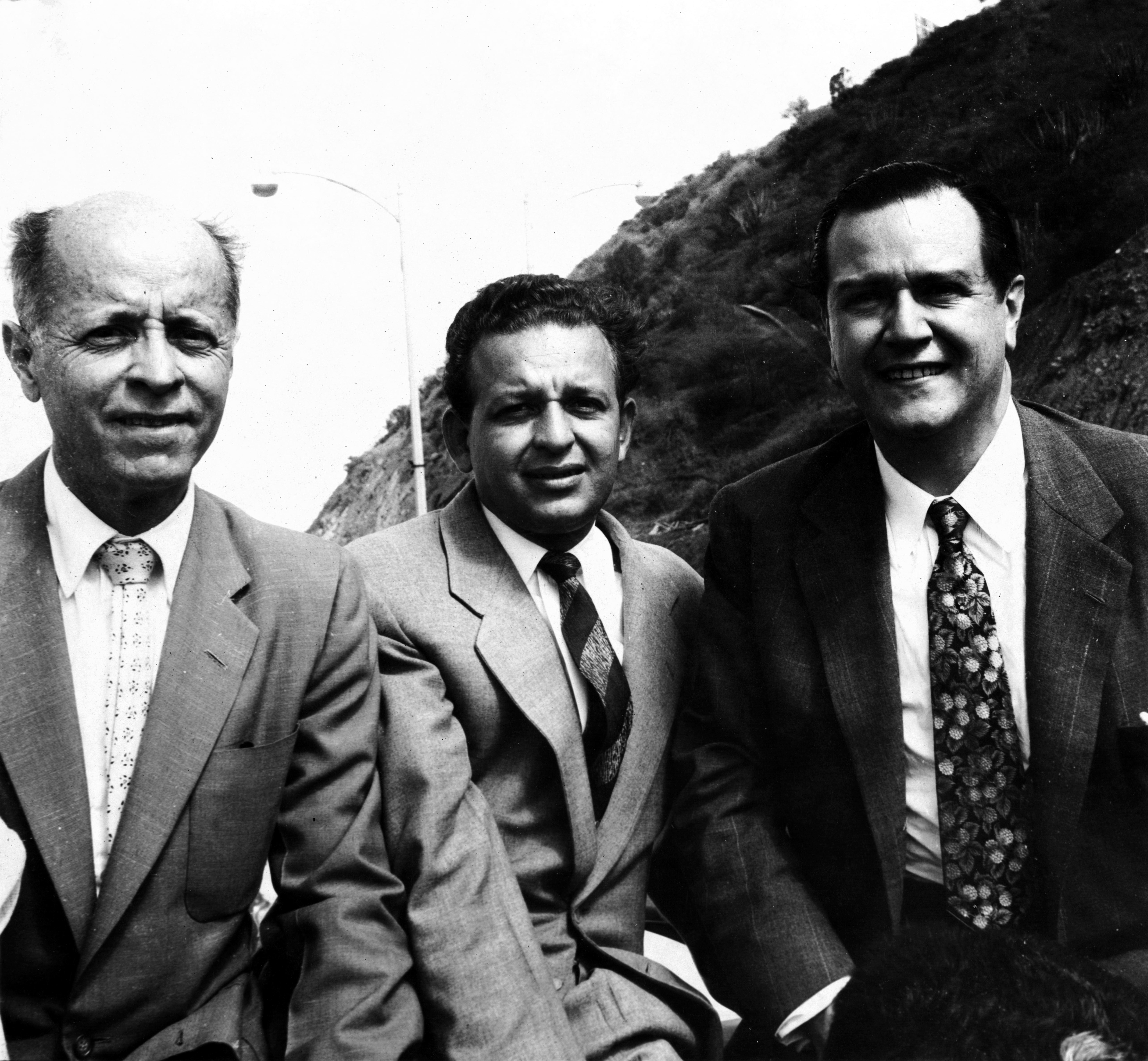 Rafael Caldera con Jóvito Villalba y Fabricio Ojeda, en una caravana desde el Aeropuerto de Maiquetía, a su regreso del exilio en Nueva York tras la caída de Marcos Pérez Jiménez.