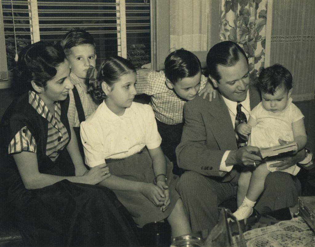 1952. En Puntofijo con la familia hasta ese momento, integrada por Alicia, Mireya, Rafael Tomás, Juan José y la pequeña Alicia Helena.