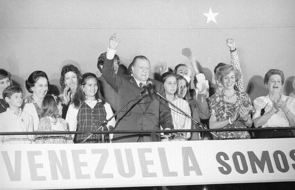 1993. Diciembre 5. Victoria en las elecciones presidenciales, desde la sede de Convergencia.