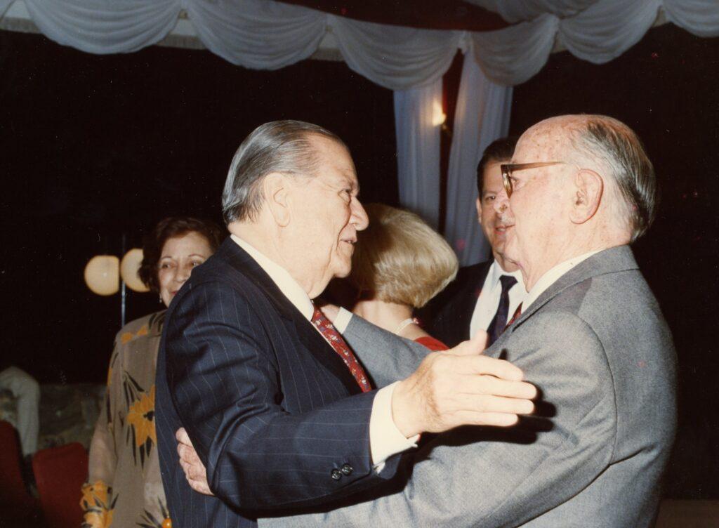 1993. Junto al historiador y crítico literario Pedro Grases.
