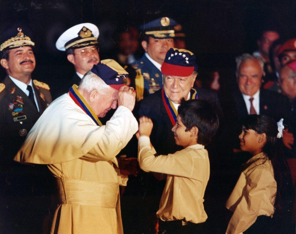 1996. Febrero, 13. Despedida a Juan Pablo II en el aeropuerto de Maiquetía.
