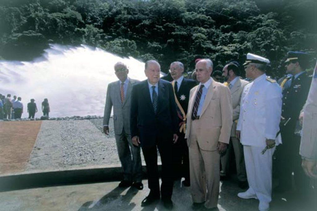 1998. Octubre, 24. Inauguración de la represa de Taguaza Pedro Pablo Azpúrua.