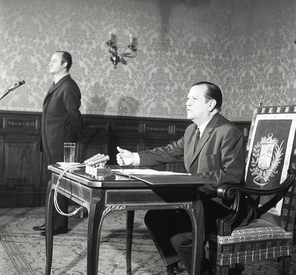 1969 Abril 23 Rueda de Prensa Salón Boyacá de Miraflores 002