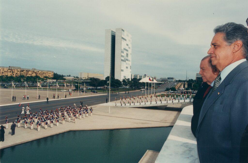 1996. Mayo, 20. Visita oficial al presidente del Brasil, Fernando Henrique Cardoso, en el Palacio de Planalto, Brasilia.