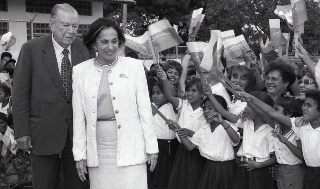 1997. Marzo, 15. Inauguración de la Escuela San Jerónimo y la Aldea Artesanal Camunare Blanco, estado Yaracuy
