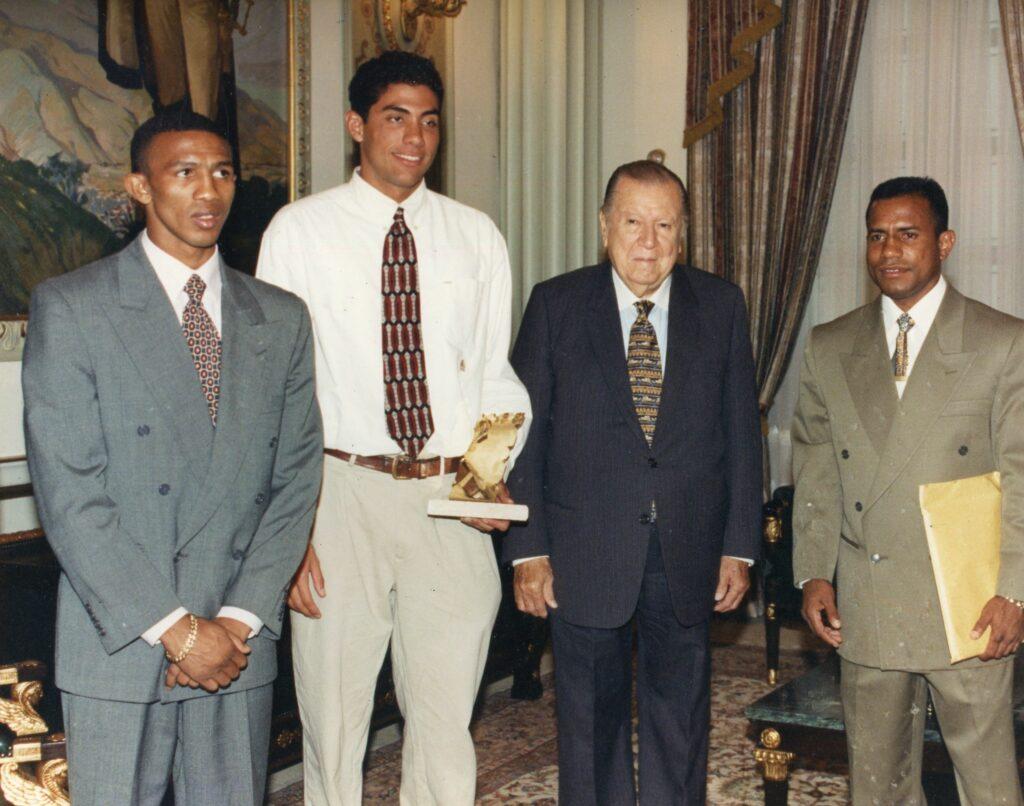 1997. Mayo, 28. Almuerzo ofrecido en Miraflores en honor de los campeones mundiales Antonio Cermeño, Francisco Sánchez y José Bonilla.