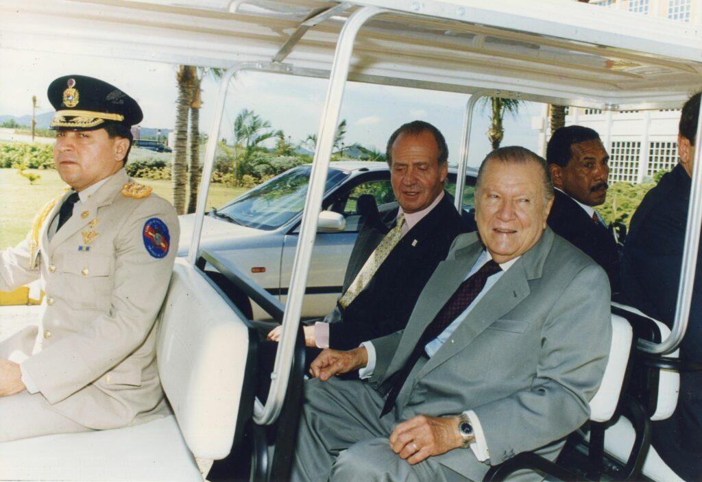 1997. Noviembre, 7. Con el Rey Juan Carlos I de España en la VII Cumbre Iberoamericana, en Margarita.