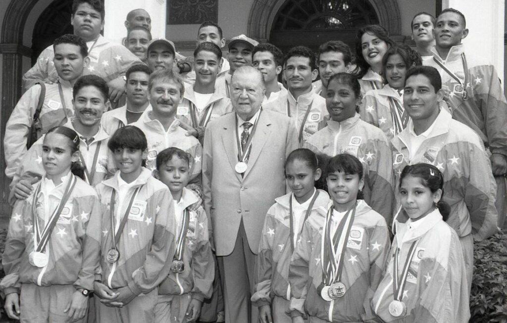 1997. Octubre, 29. Visita de la delegación nacional de los Juegos Bolivarianos, Palacio de Miraflores.