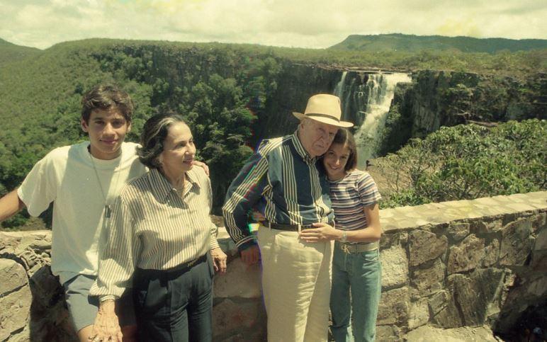 1998. Abril, 10. Días santos con su familia en Kavanayén, la Gran Sabana.