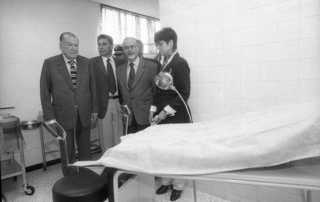 1998. Agosto, 22. inauguración del Centro Clínico Asistencial de la Colonia Tovar, estado Aragua.