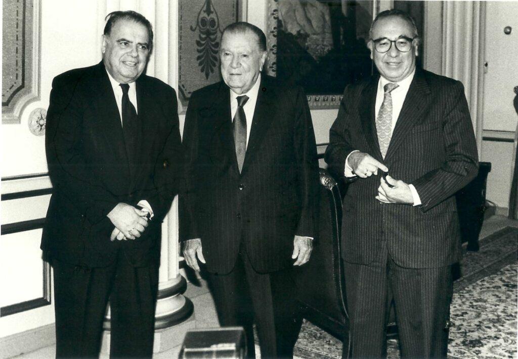 1998. Mayo, 7. Almuerzo en Miraflores con el presidente del Banco Interamericano de Desarrollo, Enrique Iglesias, en compañía de Antonio Casas González.
