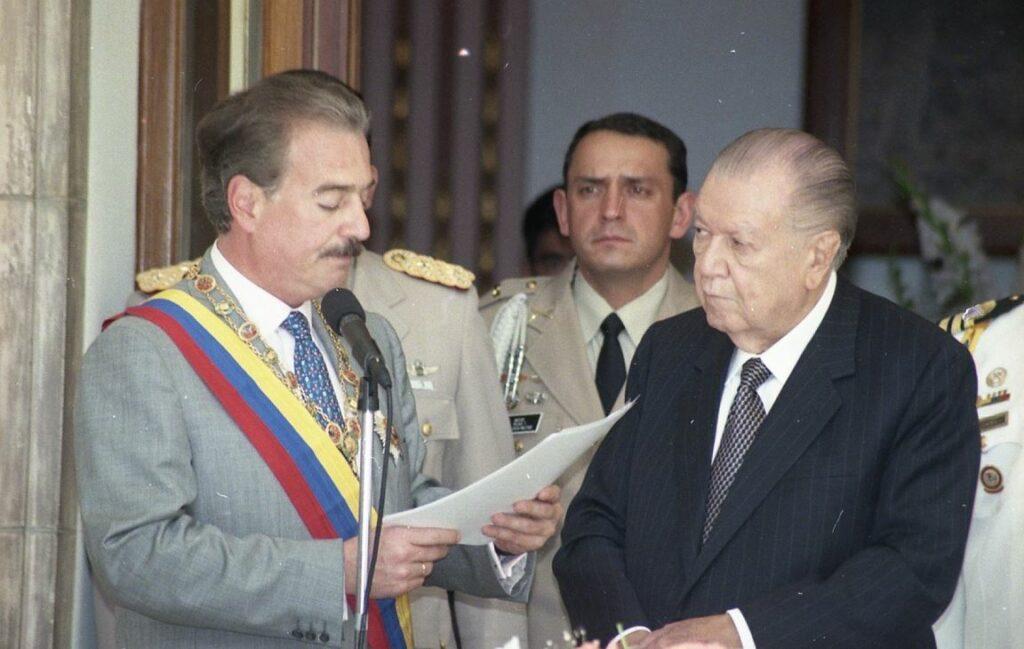1998. Noviembre, 2. Imposición del Collar de la Orden del Libertador al presidente Andrés Pastrana Arango en su visita oficial a Caracas.