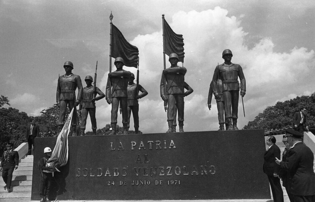 Rafael Caldera inaugura monumento al soldado venezolano en Campo Carabobo